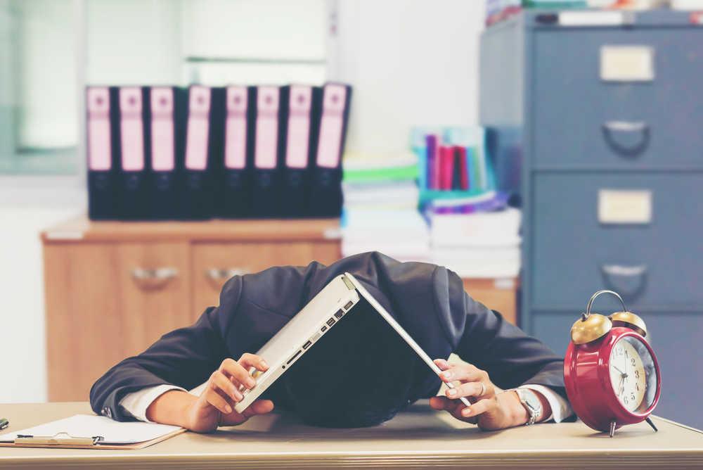 Las horas extras y las jornadas de trabajo muy extensas si tienen efectos contraproducentes para la salud