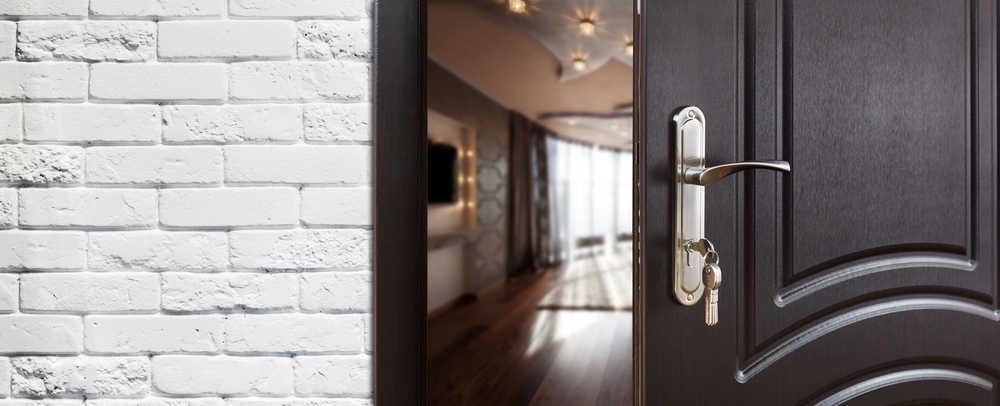 Una puerta: un proceso artesanal
